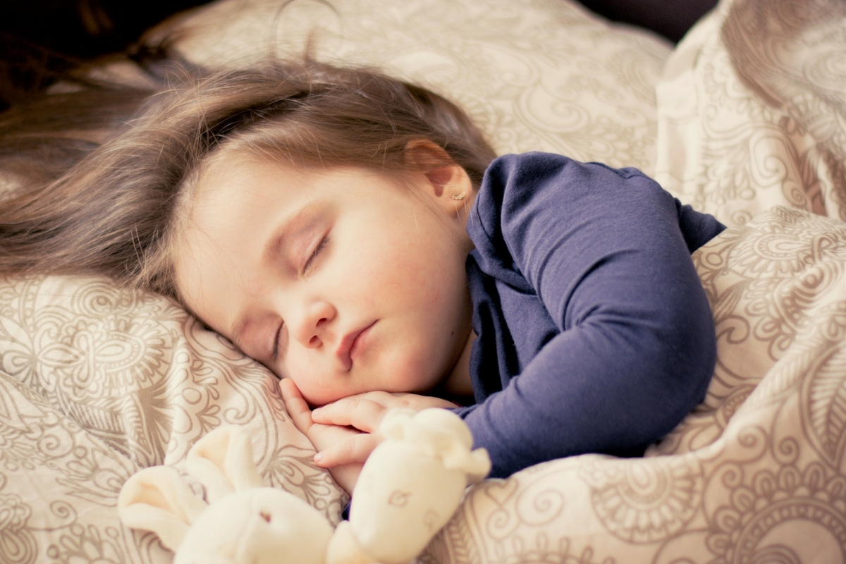 Co-Sleeping Benefits & Disadvantages: Is It For You?